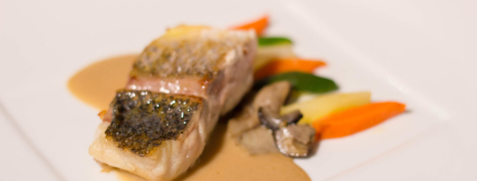 suprema de llobarro, crema de ceps, verduretes, terrassa , restaurante terrassa